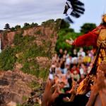 ウルワトゥ寺院でケチャックダンス